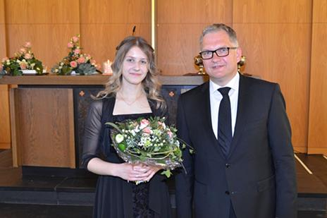 Konfirmandin Laura und Evangelist Becker